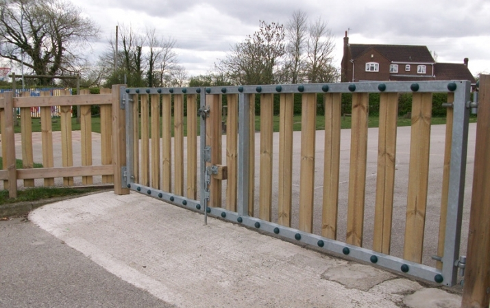 FS007 - Access Gate (3m Opening) 1