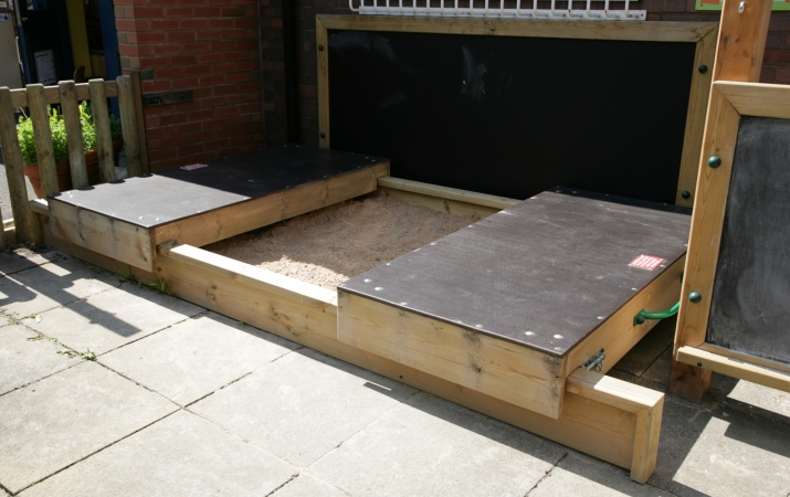 Large Sandpit with Sliding Cover