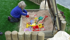 Small Sandpit with Hydraulic Lid